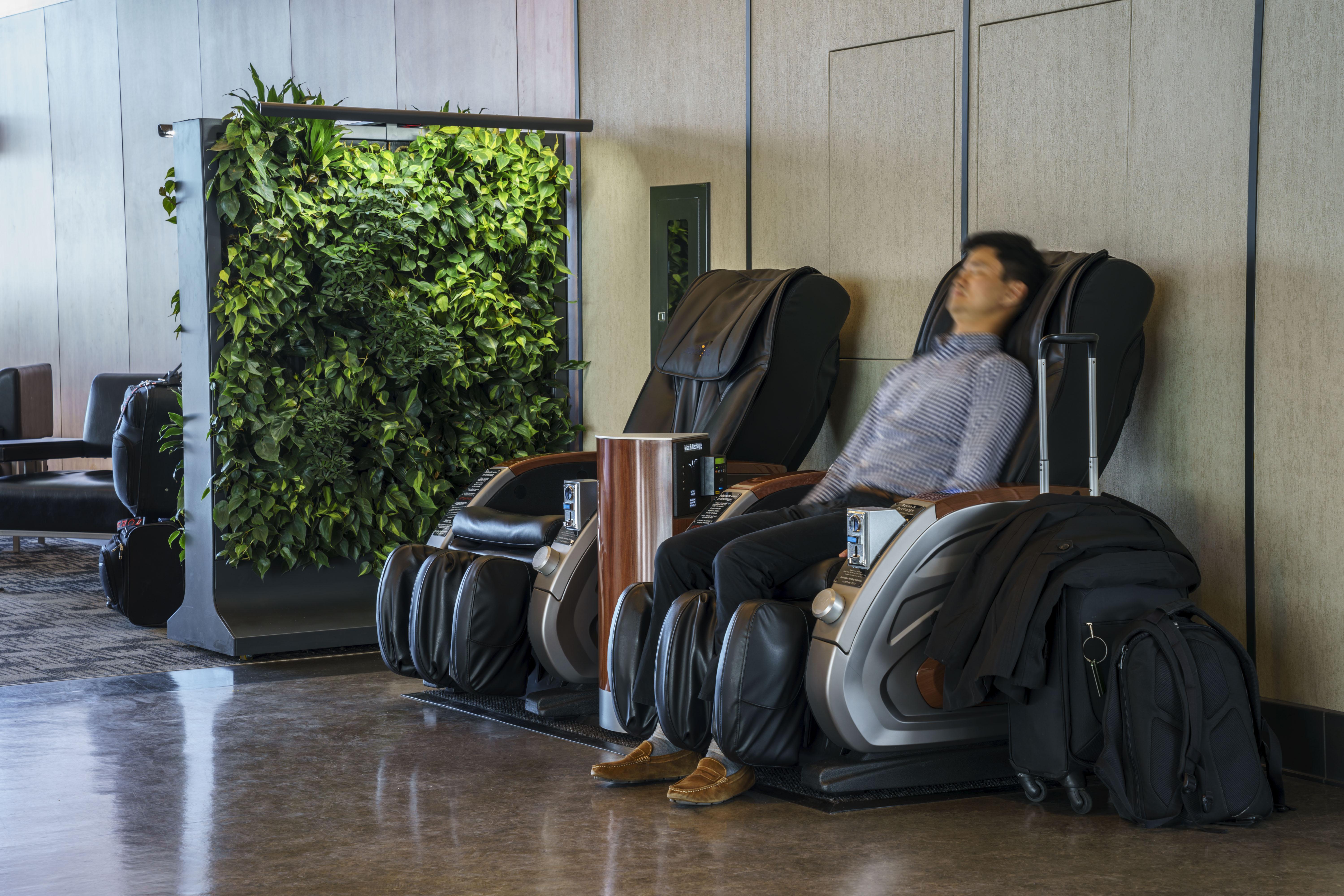 De Trudeau Fauteuils Montréal International – Massage Aéroport CdeBrxo